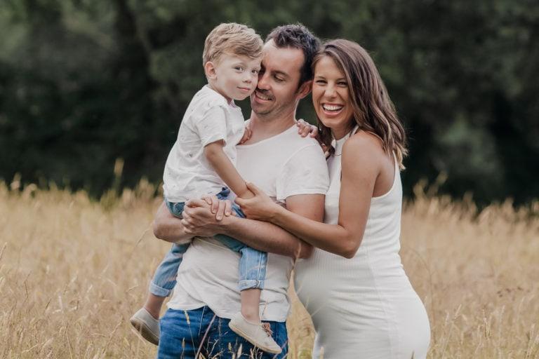Sesion de embarazo en familia en exteriores madrid